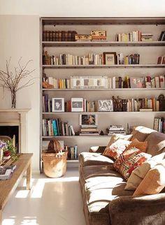 Böyle geniş kütüphane modüllerini, şömineli ve bol doğal ışık alan kütüphane odalarını çok beğeniyorum