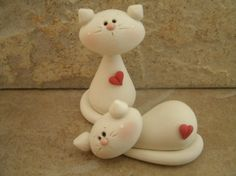 Your marketplace to buy and sell handmade items. A couple of cute kittens created from white polymer clay. Each one has a tiny red heart. This is an original Polymer Clay Figures, Cute Polymer Clay, Polymer Clay Animals, Fondant Figures, Fimo Clay, Polymer Clay Projects, Polymer Clay Creations, Fondant Cat, Fondant Animals