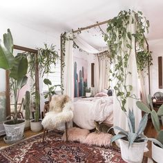 My favourite bedrooms of 2017 are now on tumblr. This beauty of @chelsaeanne is definitely in the top 10 (and honestly in the top bedrooms of all times) Bohemian Bedroom Decor, Home Decor Bedroom, Diy Home Decor, Bedroom Ideas, Diy Bedroom, Bedroom Designs, Boho Decor, Garden Bedroom, Master Bedroom