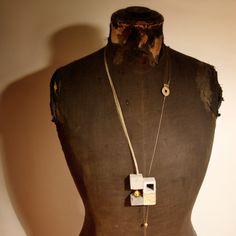 #Concrete #Jewelry | Newton |    Stefania Carucci, Ilaria Vernier.     Modulo in cemento e gesso, rete metallica, filo metallico, vetro.