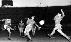 Benfica, Real Madrid (resultado 5-3). Eusébio dispara durante um ataque do Benfica. Estádio Olímpico de Amesterdão, 02 de maio de 1962.