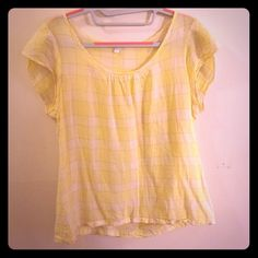 GAP 100% cotton top Cute GAP top that has been gently worn. Looks great with light colored jeans. Moving soon and need to downsize my closet. GAP Tops Blouses