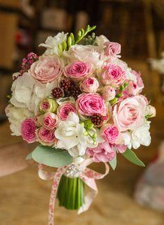 свадебный букет из пионовидных роз Девида Остина