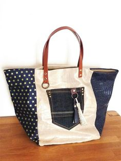 Mustard yellow and suedine croco leather patchwork tote bag grey with riveted cross black leather handles and pocket – Artofit Denim Tote Bags, Denim Handbags, Denim Purse, Denim Bag Patterns, Blue Jean Purses, Burlap Tote, Diy Sac, Linen Bag, Fabric Bags
