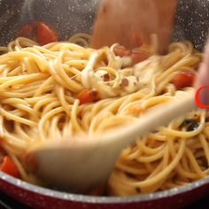 Hot Caprese Pasta made with fresh tomatoes, basil and mozzarella, mixed together until creamy and delicious. An Italian Pasta Recipe. Pasta Recipes Video, Pasta Recipies, Italian Pasta Recipes, Healthy Pasta Recipes, Healthy Pastas, Spaghetti Recipes, Recipe Pasta, Gourmet Recipes, Cooking Recipes