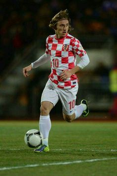 The 149 Best Playmaker 19 Luka Modric Images On Pinterest