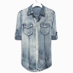 every girl needs at least once denim shirt! so comfy and so cute! Look Fashion, Fashion Beauty, Fashion Outfits, Womens Fashion, Denim Fashion, Facon, Textiles, Passion For Fashion, Dress To Impress