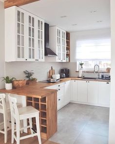 The kitchen isn't just essentially the most important parts of the house, but also can determinethe actual resale worth of the room. Small Kitchen Layouts, Dining Room Design, Kitchen Design, Kitchen Decor Apartment, Kitchen Dining Room, Kitchen Decor, Small Kitchen, Country Kitchen, Kitchen Room