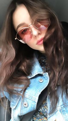 If you spend more than 2 hours a day looking at screens, you should try blue light blocking glasses and exeperience the benefits! Cute Girl Pic, Cute Girl Poses, Cute Girls, Stylish Girl Images, Stylish Girl Pic, Cute Beauty, Beauty Full Girl, Girl Pictures, Girl Photos