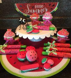 Watermelon Cupcakes, Watermelon Crafts, Watermelon Patch, Strawberry Kitchen, Dollar Tree Crafts, Summer Crafts, Tray Decor, Diy Craft Projects, Mini