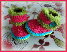 Crochet booties 'Made by Marian'. I used a pattern of www.tjeempie.com and styled in my own way.