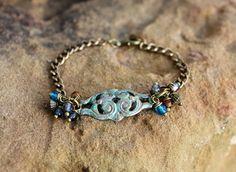 Bracelet gourmette en métal patiné et perles tchèques.  #bijouxbohème #créateurbijoux #mode #vintage #frenchjewelry