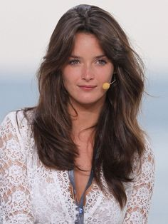 Charlotte Le Bon is best known as a former weather girl for the Canal+ talk show Le Grand Journal. Charlotte Le Bon, Pho, Most Beautiful Women, Beautiful People, Divas, I Like Your Hair, Ash Hair, Brunette Hair, Facon
