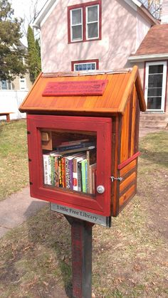 "Little Free Libraries: community book exchanges — located in places like your neighbor's front yard, and on college campuses and in hospitals — where library cards aren't needed. The libraries' basic concept is: ""Take a book. Little Free Libraries, Little Library, Free Library, Library Books, Library Ideas, Library Cards, Mini Library, Library Design, Lending Library"