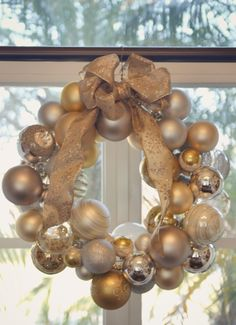 DiY Ornament Wreath--super cute, fun, & simple project to do with kids! #DiY #Christmas #Decorations