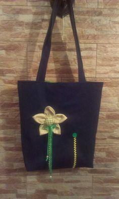 Farmertáska textil virággal, gombbal