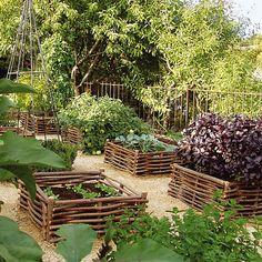 Mit Hilfe dieser Beetumrandung lassen sich in jedem städtischen Hinterhof, unabhängig von der Güte des Bodens, kleine Kräutergärten anlegen.