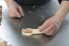 Worstenbroodjes van Robèrt van Beckhoven | Smulweb Blog Dutch Recipes, High Tea, Sandwiches, Pie, Cookies, Blog, Board, Seeds, Tea