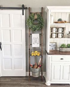 Home Decoration - 37 Great Farmhouse Decoration Ideas To Bring Creative Look - Wallpaper Pinme Country Farmhouse Decor, Farmhouse Chic, Rustic Decor, Vintage Farmhouse, Country Kitchen, Farmhouse Ideas, Rustic Kitchen, Rustic Style, Vintage Decor