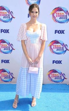 2019 Teen Choice Awards: Maia Mitchell is wearing a pastel Prabal Gurung short sleeve dress. I love this fun float dress! It's feminine and adorable Teen Choice Awards, Candace Cameron Bure, Dove Cameron, Sky Brown, Maia Mitchell, Red Carpet Event, Prabal Gurung, Celebrity Dads, Red Carpet Looks