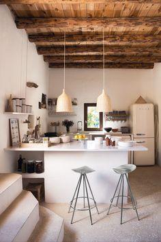 Kitchen . Home . Deco . House . Indoor . Cuisine . Intérieur . Décoration . Poutres . Smeg