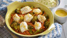 Lettsaltet torsk, brokkoli og gulrot i form, med appelsinsaus. Serveres med potetmos.
