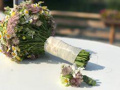 verspielter Wiesenblumen-Brautstrauß, Hochzeit in Gelb, Sommer, Sonne, Natur, Sommerhochzeit am See in den Bergen, Riessersee Hotel Garmisch-Partenkirchen, Hochzeitsplanerin Uschi Glas