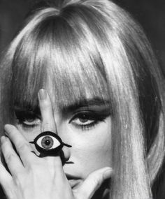 Marisa Mell as Eva Kant - 'Danger: Diabolik', directed by Mario Bava Diabolik, Mario, Moda Vintage, Beatnik, Soft Grunge, Third Eye, Latest Fashion For Women, Womens Fashion, Vintage Fashion