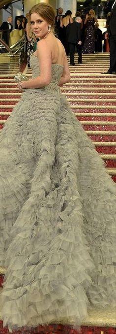 Dress – Oscar de la Renta  Jewelry – Moa