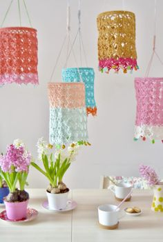 Terrific Free crochet sample: LAMPION Stunning See what I discovered on Freu. Crochet Decoration, Crochet Home Decor, Crochet Gifts, Diy Crochet, Crochet Books, Lampe Crochet, Yarn Crafts, Diy And Crafts, Deco Miami