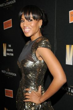 Kerry Washington looks gorgeous in that dress. :)