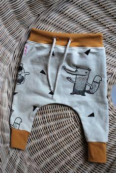 Sarouel bébé en sweats bouclettes beige et gris foncé et jersey moutarde OEKO TEX : Mode Bébé par gratatou