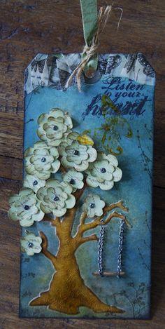 4/2011; France Papillon at 'papillon sur la branch' blog; flowers in a tree