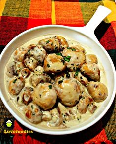 Creamy Garlic Mushrooms. This is a very quick, easy and delicious recipe, perfect as a side, serve on toast for brunch, or add to some lovely pasta! | Lovefoodies.com