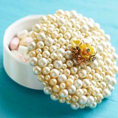 Alhajero decorado con perlas artificiales