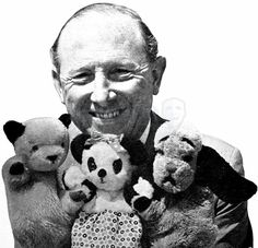 Harry Corbett with Sooty, Sweep, and Soo. Always felt sorry for Sweep, Sooty was very mean to him. 1970s Childhood, My Childhood Memories, Vintage Television, The Lone Ranger, This Is Your Life, Kids Tv, Old Tv Shows, Vintage Tv, Thing 1