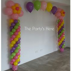 An example of how we can adapt our designs to suit any budget or space. The client loved our Themed Arch but didn't have enough room to fit it, so we just used a smaller design to suit!   www.thepartyshere.com.au  #balloons #qualatex #iamconwin #thepartyshere #balloonartist #flowers #birthday #balloonarch