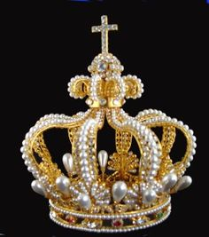 Stunning 1806, Queen of Bavaria Karoline of Baden, crown contains huge pearls and large diamonds. As part of a republican Germany, Bavaria has not had a monarch since 1918 but the Bavarian Crown Jewels are still on show in the Treasury of the Residenz Palace in Munich.
