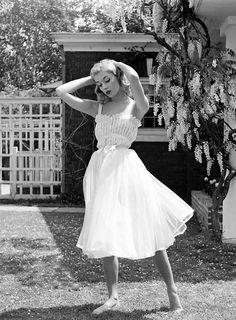 10 fotos em preto e branco de mulheres estilosas dos anos 40-50's