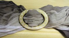 http://www.wood-of.com/it/ Fibbia in Legno per foulard. Incastonata con Zirconi