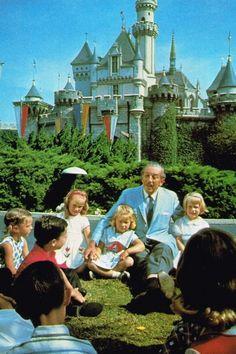 Walt Disney and kids at Disneyland Walt Disney, Disney Love, Disney Magic, Disney Couples, Disney Stuff, Disneyland California, Vintage Disneyland, Disneyland Photos, Daisy Duck