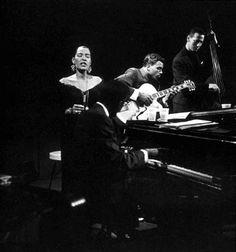 Malcolm Earl Waldron (16 de agosto de 1926 - 2 de diciembre de 2002) fue un pianista de jazz, arreglista y compositor estadounidense. http://en.wikipedia.org/wiki/Mal_Waldron http://es.wikipedia.org/wiki/Mal_Waldron http://www.apoloybaco.com/malwaldronbiografia.htm Imagen: Billie Holiday & Mal Waldron Quartet - May 29th ,1958.