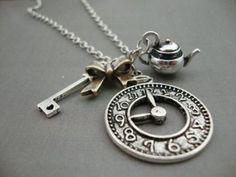 ALICE-nel-paese-delle-meraviglie-antico-silver-plate-Teiera-WATCH-CLOCK-Chiave-Collana-Kitsch