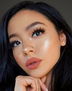 These are the best natural eye makeup looks to try out! These eye makeup looks will flatter everyone for any occasion. Rocking a natural eye makeup is a safe choice that will go with every outfit. Makeup Goals, Makeup Inspo, Makeup Inspiration, Makeup Tips, Makeup Ideas, Makeup Tutorials, Makeup Hacks, Full Makeup Tutorial, Makeup Designs
