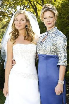 Yes, that is Lauren Holly in a bit part in Before you Say I do