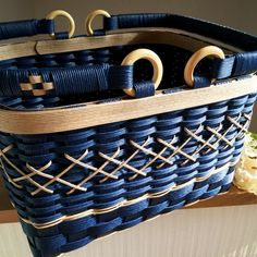 Basket Weaving Patterns, Bamboo Weaving, Handicraft, Wicker, Grass, Diy And Crafts, Bows, Purses, Furniture