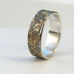 Gold Chaos - Rustic Men's Wedding Ring in 18kt Gold and Oxidized Sterling Silver
