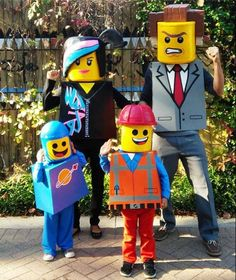 vierköpfige Familie inszeniert Lego Männchen Welt