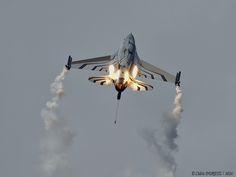 General Dynamics F-16A Block 20 MLU / Belgian Air Force - Solo Display
