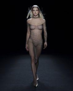 Irina Shayk, Bella Hadid, Beyonce, Fashion Week, Fashion Show, Corset, Fashion Calendar, Couture, Mannequins
